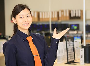【店舗STAFF】日々進化するパソコンやスマホ。わからない事でご来店頂くお客様のお話を伺ったり最新の情報を提供・提案して頂くお仕事です。