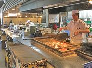 店内にはオープンキッチンがあり、開放感もバッチリ◎そんなキッチンで作られる絶品のまかないがタダで食べられる待遇も人気♪
