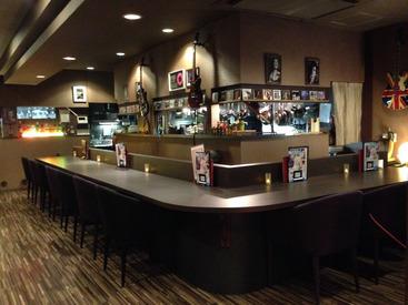 【キッチンスタッフ】耳をすますと、Jazzが聴こえる ――…冗談/話し好きのマスターと一緒にお仕事!席数40席 ◆ こじんまりした穴場の人気店。
