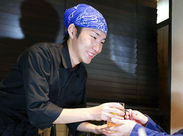 (`・ω・´)ゞ「ココが初バイト」のスタッフも多数! 最初は、コース料理の配膳からスタート◎ 少しずつ慣れていけるぜ!