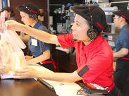 学生スタッフが20名~多数活躍中! マクドナルドでは、初めてのバイトでも安心して 笑顔で働ける体制を整えています◎