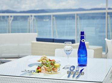 """""""エピカリス""""とは…ギリシャ語の「魅力的な」という意味を持つ言葉。 魅力的なサービス、ホテルを届けるお手伝いをお願いします"""