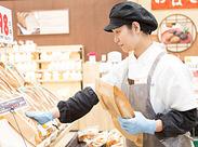 商品の陳列や、レジ、パン作りなどなど... 様々な部門で大大大募集中です★ アナタに合ったお仕事がきっと見つかるはず♪