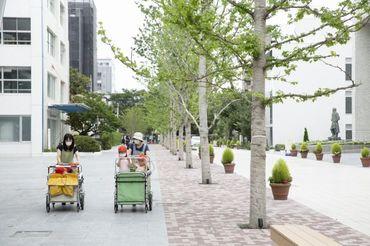 世田谷区より委託をうけた 一時預り施設♪ 昭和女子大学のキャンパスを お散歩したり♪ 子どもの成長を近くで見られるお仕事♪