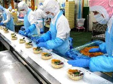 麺製品の工場です! どなたも気軽にチャレンジできるシンプル作業♪ みんなで一斉に作業するので安心です!