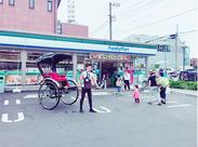 駐車場に人力車が停まるので 外国人観光客に多くご利用いただいています♪ 接客しながら異文化交流ができちゃうカモ!?
