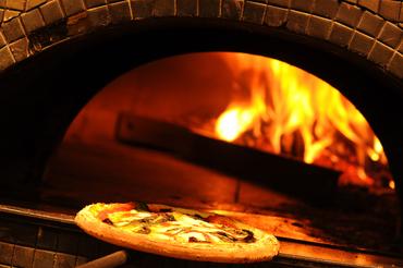 【ピッツァイオーロSTAFF】――オープニングSTAFF大募集――【薪窯で焼かれた絶品ピッツァ】 &【あなたの腕】でお店を輝かせましょう!