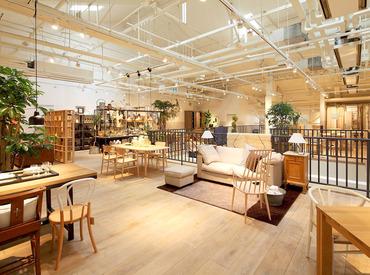 ≪店内は落ち着いた雰囲気≫ 居心地の良さを追求し、家具/フレグランスの配置にこだわり♪一緒にお店を盛り上げていきましょう★