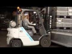 【フォークリフト】\大手自動車ガラスの製造工場/▼製品をフォークリフトで移動するだけ!※フォークリフト免許は必須【車&バイク通勤OK】
