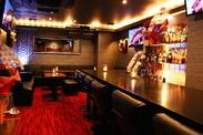 美味しいお酒、楽しい会話、癒しと元気をお客様にご提供する空間のラウンジ・バー「Z-BAR」。短期間のお試しバイトも大歓迎!
