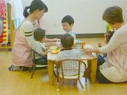 子どもは4名程度、お子さん一人ひとりと向き合える環境ですよ♪先輩スタッフがしっかりサポートします◎