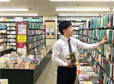 好きな本や文房具を見つけた時、 ワクワクしますよね♪ 店員の工夫がいっぱいの売り場は、 お客さまにも人気です!
