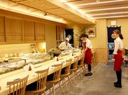 <寿司処こうや> 落ち着いた雰囲気と温かいスタッフに囲まれてお仕事+.* 大学生や女性スタッフも活躍中です♪