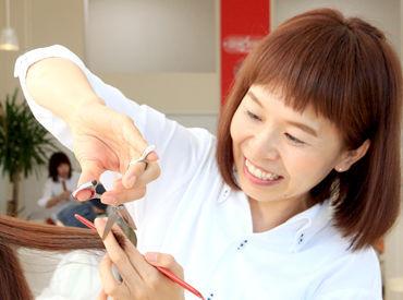 【美容師・スタイリスト】――☆ 美容師資格をお持ちの方歓迎 ☆――◆主婦(夫)の方が働きやすい職場◎◆無料セミナーあり⇒ブランクがある方も安心♪