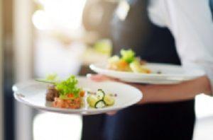 \20代/30代/40代のスタッフ活躍中!!/ 一緒に美味しいお料理をお客様へご提供しましょう!
