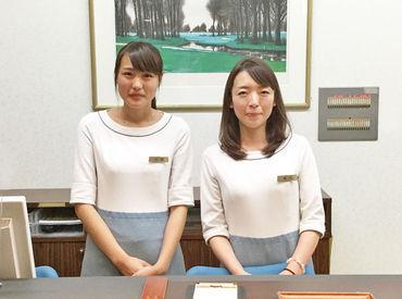 フロント担当の方の制服は、ホテルにあるような上品なデザイン。せっかくなら、普段着ないような制服を着てみるのもいいかも♪