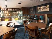 """◆関東に7店舗展開する""""WIRED KITCHEN""""◆ ペリエ海浜幕張店は、初の2F建て店舗! ≪吹き抜け&ガラス張り≫で光あふれる開放感♪"""