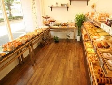 【レジSTAFF】♪♪カフェ併設の人気パン屋さん♪♪美味しい香りに包まれてお仕事するのもいいんじゃない☆☆◎週4日~OK!