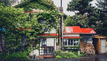 【森彦本店】 まるで映画のワンシーンのような外観♪ 円山公園駅から徒歩5分の隠れ家で働きませんか?