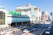"""駅をでてちょっぴり歩いたらもうついた!徒歩3分だからラクラク通勤◎人気エリアの""""新宿""""×残業ナシだから帰りにショッピングも!"""