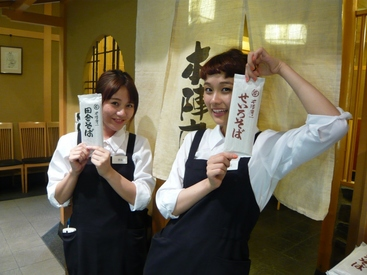 【ホール】<日本橋駅から徒歩2分♪>お蕎麦×日本酒が人気のお店★*゜扉を開けるとあったかくて賑やかな空間が◎学生・女性STAFF活躍♪