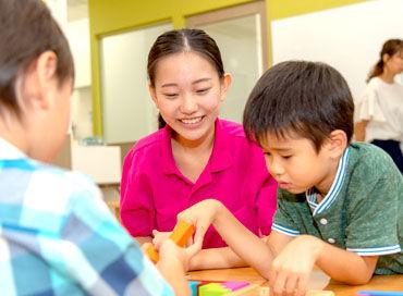 """子供たちと楽しく遊んだり、 宿題のサポートしたり… """"将来先生になりたい""""⇒そんな方も大歓迎★ 楽しみながら学べる環境です◎"""