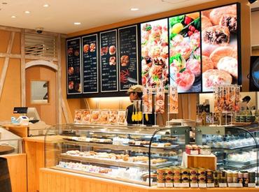 【販売・調理STAFF】=お惣菜の販売&調理 in 新千歳空港= \通勤便利♪/≪交通費月2万円迄≫JRで通える♪フルタイムでしっかり稼げる◎