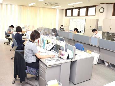 決裁・研修などの電子化により 業務のペーパーレス化を実施、 作業効率化を推進しています。