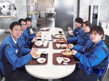 社員食堂は安くて美味しいと大好評♪ おしゃべりも楽しんで、午後からも頑張れます!