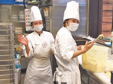 パンの並べ方も拘る♪ そんな工夫も楽しい◎ あなたもパン屋さんで働いてみませんか?