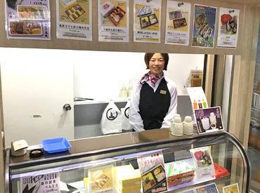 ◇ 去年6/27にオープンした店舗♪ ◇ キレイなお店でお仕事できます♪ 接客が好き、人と話すのが好きな方にオススメです◎