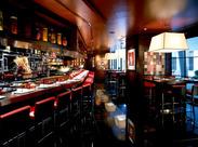 ロブション氏がプロデュースする、世界有数のレストラン!接客スキルを磨きながら、誇りを持って働ける職場です。