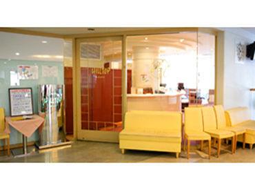 順天堂病院内でのお仕事♪ ほんわかな雰囲気が 流れる素敵な場所。 人と接することが好きな方、 接客が好きな方にオススメです☆