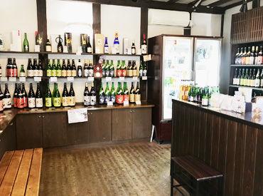 日本酒の酒蔵の直売店ですが 知識などは無くてもOK、仕事をしながら覚えられます 主に販売と宅配などの梱包などをお願いします!