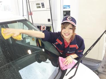【ガソリンスタンドSTAFF】『運転免許も持っていないけどできるかな…?』>>>そんな未経験スタートのスタッフも活躍中♪お仕事は丁寧にお教えします!!!