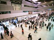 ◆人気の関空でのお仕事◆ スーツケースなどの荷物をアルミコンテナに仕分ける作業をお願いします。未経験の方も必見です!