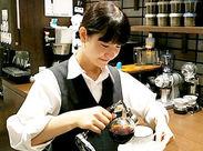 """こだわりの珈琲のいい香りが漂う店内…。o○ドリンクは""""無料""""なので、バイト終わりにホッと一息つく時間も*"""