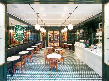 表参道旗艦店内にある日本第1号店のカフェでオシャレに働きませんか?