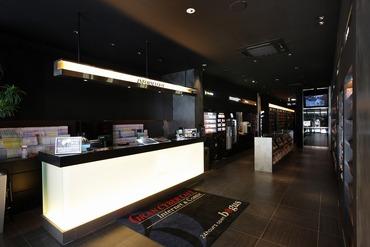 【ネットカフェスタッフ】〓■吉祥寺駅スグ!■〓女性にも人気のシックで大人の雰囲気のお店24時間営業なので『アナタスタイルで働けます!』