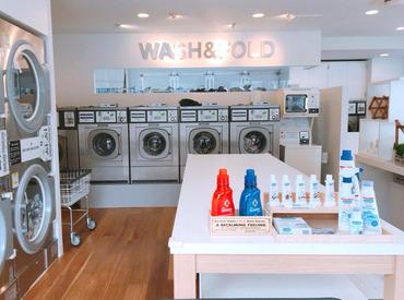 白を基調とした清潔感ただようきれいな店内◎オシャレな環境で気分よく働けますよ♪