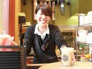 インテリアや照明にもこだわったオシャレなカフェで働こう♪ お仕事はひとつひとつできるようになればOKです!