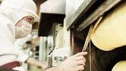 簡単作業からSTARTし、バームクーヘン職人を目指していただきます! ご自身が作ったお菓子がお店に並ぶ、やりがい満点のお仕事◎