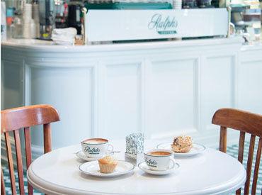 表参道旗艦店内にある日本第1号店の カフェでオシャレに働きませんか?