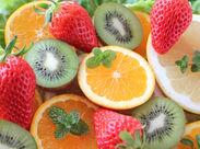 とにかく簡単な作業です! まずは野菜や果物のピッキング作業からスタート♪