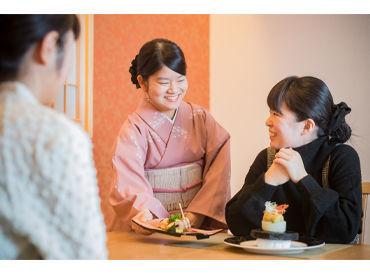 お客様との会話も楽しみのひとつ! 愛媛のことを改めて知ったり、他県のことを教えてもらったり♪ふれあいに、ほっこり◎