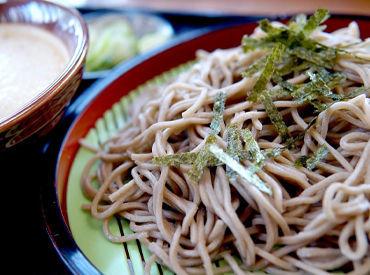 出勤日には北海道そばやお寿司などの 和食料理が全品半額で食べられます♪ 全店で使える優待券付★  ※画像はイメージです