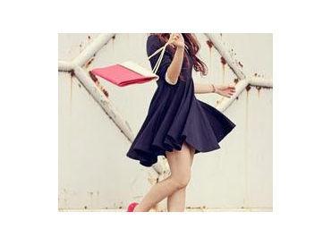 【販売スタッフ】◆NY発!超有名ハイブランド◆⇒人気のショップで働けるチャンス!憧れブランドの服&シューズが着れる♪未経験の方も大歓迎!