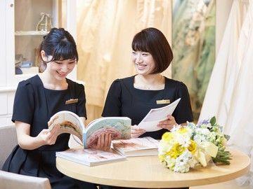 【ドレスショップの受付スタッフ】☆・'*.・。 結婚式場で、一生の思い出を 。・.*'・☆お二人の特別な1日をサポートするお仕事です。