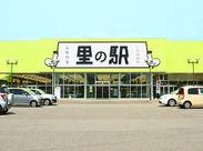 《この外観が目印♪》 山梨県の特産物を取り扱っている当店♪車通勤OK・無料駐車場完備なので通いやすいですよ◎