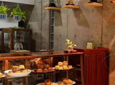 千舟町通り沿いにあるお店です◎ 2階はカフェ、3階はテイラーになっています!